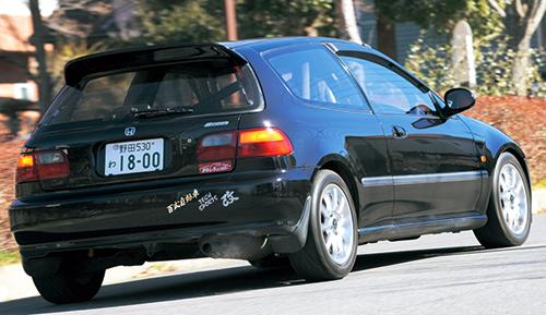 180ps/19.0㎏mを誇る初代インテRの1.8ℓVTECにスワップされた〝改造車〟のEG型シビックSiRⅡ。「おもしろレンタカー野田本店」でしか味わえないのだ