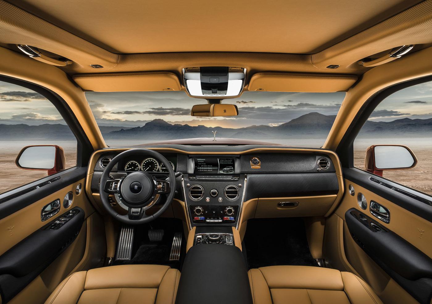 ドアロックを開けると乗り降りしやすいよう自動で車高が40mm下がるという。公式リリースには「車内のサンクチュアリに包まれます」とのこと。な、なるほど