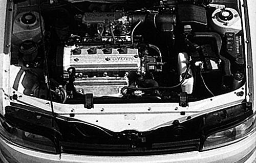 エンジンは1.5ℓハイメカツインカムのハイパワー版となる5E-FHEで最高出力は110ps、最大トルクは13.5㎏mだった。トランスミッションは5MTと4ATだ