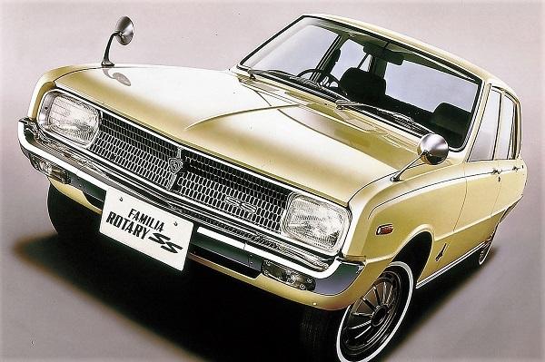 """""""丸形""""とともに規格サイズがあった角型ライトを国産車で初めて搭載した2代目 マツダ ファミリア"""