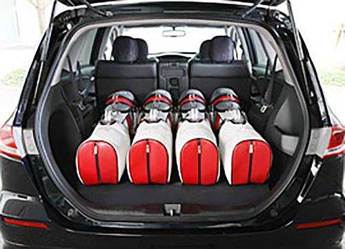 ゴルフバッグが4個積めます
