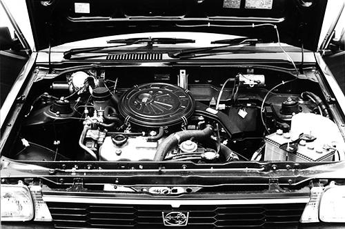 3気筒SOHCエンジンは、軽快に回り、低速トルクも排気量に比べるとあった。翌年3気筒3バルブ(吸気2バルブ、排気1バルブ)の1.2ℓが追加