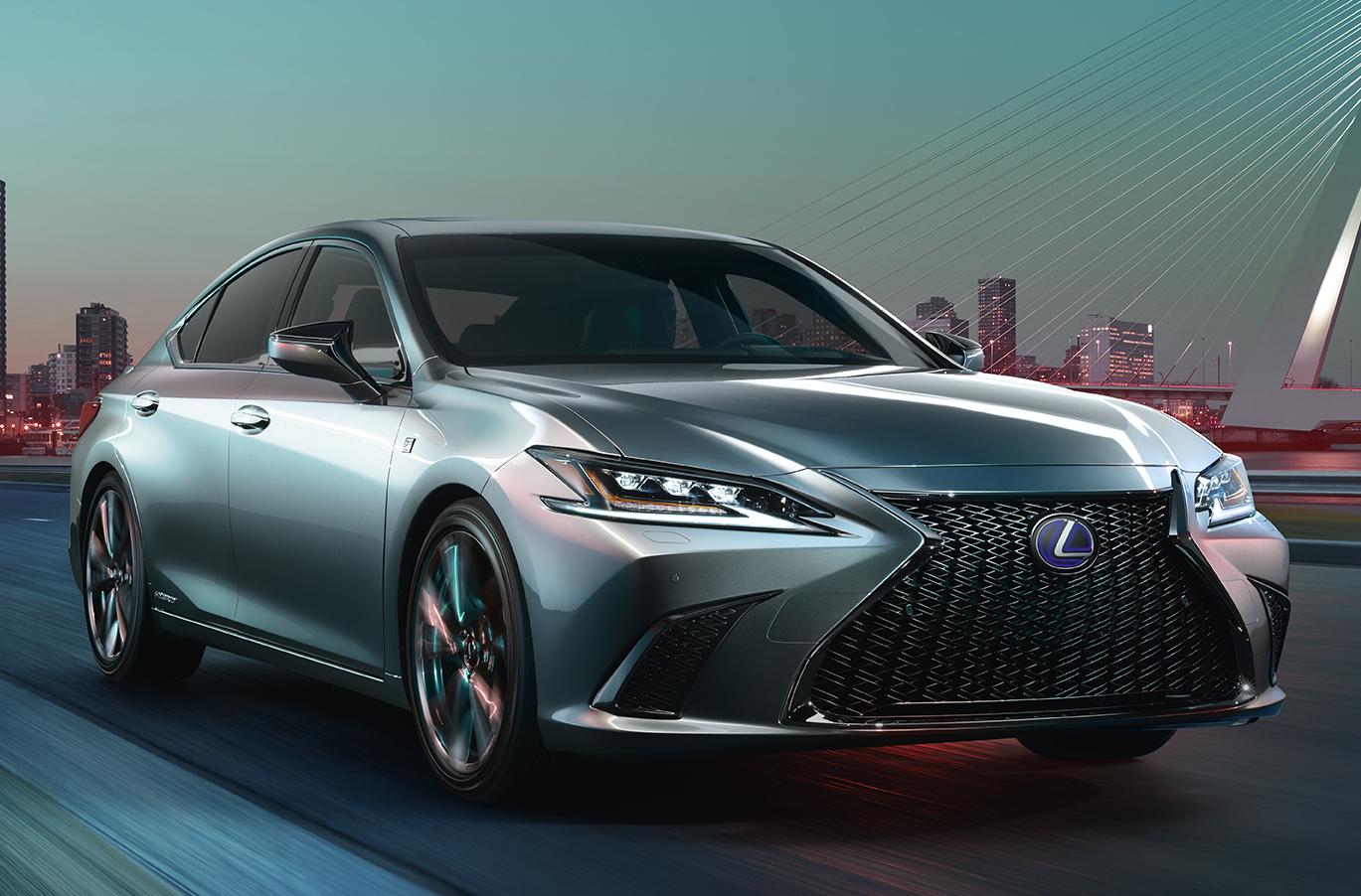 レクサスES。今年4月の北京モーターショーで外観デザインを公表。今秋日本発売も発表された