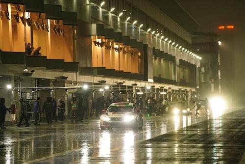 5月に行われた第2回夜間走行テスト。大雨となったが幻想的な雰囲気は最高だ!!