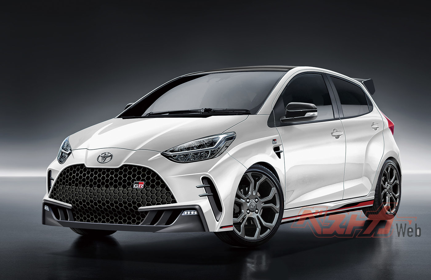 スポーツモデルの「GR」仕様は新開発の1.6L直3ターボを搭載。ワイドフェンダーを採用して3ナンバーサイズになる。WRC(世界ラリー選手権)に参戦するヤリスが、新型では「そのイメージ」を色濃く反映したモデルとなる