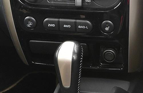 ちなみに旧型の切り替えスイッチ。視覚では2WDか4WDkaわかりにくい