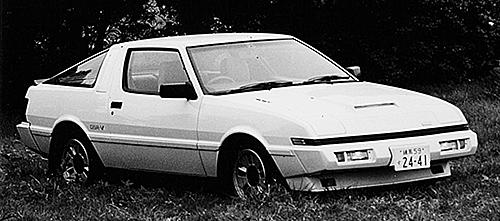 同じシリウスダッシュエンジンを搭載するスタリオンGSR-V。こちらはFRで前後ストラットの4輪独立サスペンションを採用し、価格は241万7000円だった