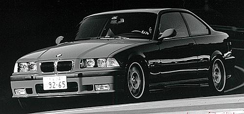 1997年に登場したE36型M3後期型にオプション設定された『SMG』はシングルクラッチ式で作動レスポンスはまだまだであった