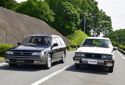 レオーネ(右)とレガシィ・ツーリングワゴン(左)。スバルのツーリングワゴンを定着させた2台