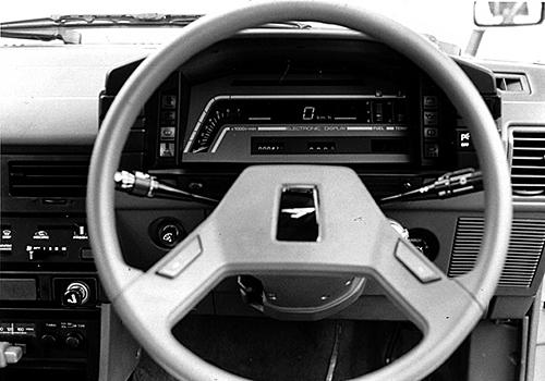 デジタルメーターも上級モデルに採用された