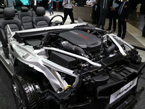 エンジンルーム内の補強などドイツ車らしき設計も垣間見える。開発者の影響だろう
