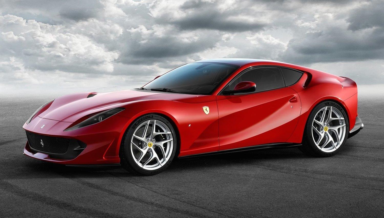 2017年3月のジュネーブショーで発表されたフェラーリ812スーパーファスト。「812」は800馬力のV12気筒エンジンを指す
