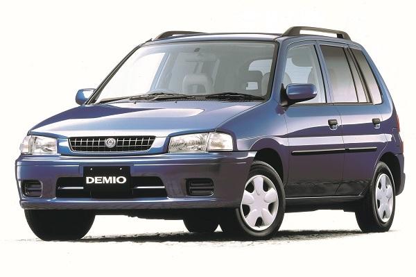 初代デミオ。1998年には車種別でカローラ、キューブに次ぐ3位となる年間販売台数を記録。この台数はマーチやスターレットを上回る数字だった