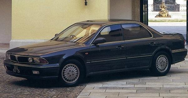 初代ディアマンテ。BMWを彷彿とさせる逆スラントノーズを採用。