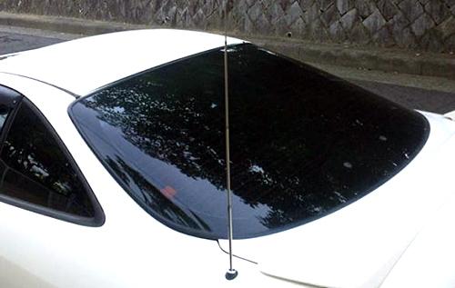1970年代以降に登場してきたオート伸縮アンテナ。当初は高級車に採用されていた