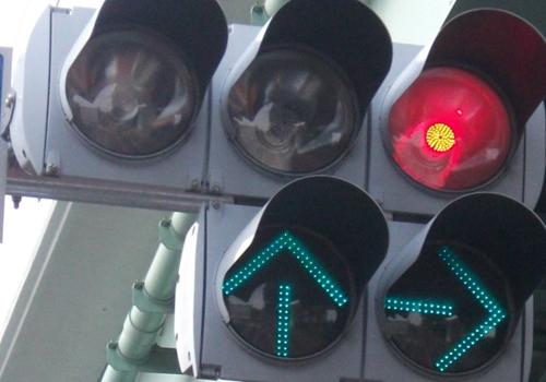 市民からの要望で設置される信号機。お値段は定周期式300万~400万円、押しボタン式約200万円
