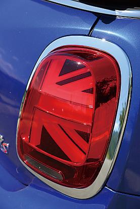 テールランプはなんとイギリスの国旗、ユニオンジャックのデザインに変更!