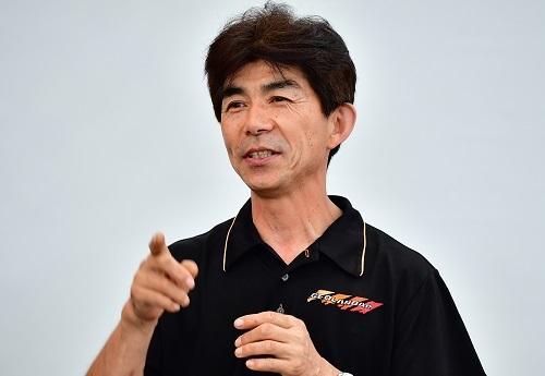 バハ1000などでの活躍も有名な塙郁夫選手。的確なアドバイスで参加者も安心して試乗できた