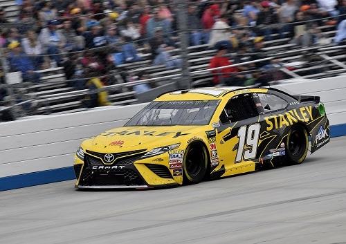 トップカテゴリーのMONSTER ENERGY NASCAR CUP SEIRIESのカムリ
