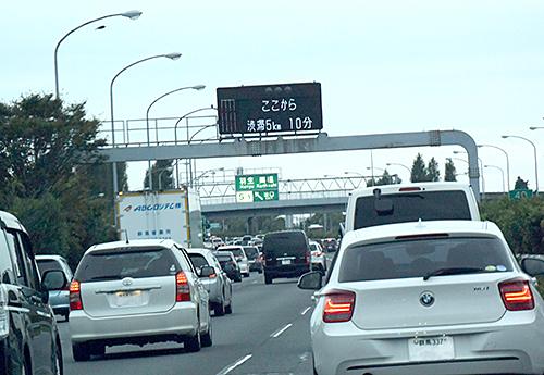 結局のところ、渋滞する高速道路では左車線を走るのが最も早く目的地に到達できるというのが調査結果である。あまり「ウロウロ」しないことが得策なのだ