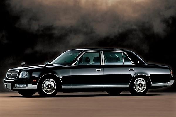 2代目センチュリー/全長×全幅×全高:5270×1890×1475mm、価格:987万円(1997年当時)。その後2001年モデルで1000万円の大台を突破