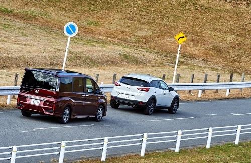 車間距離を保持することは安全運転の第一歩。クルマは急には止まれない(画像はイメージ)