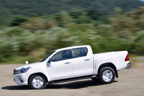 ラダーフレーム構造を持つ本格派ゆえ、高級SUVの比ではないオフロード走行能力を誇る