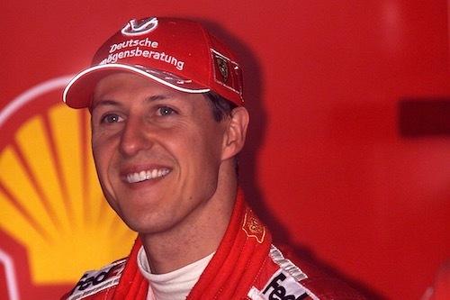 シューマッハが被るキャップの「ドイチェ・フェルメーゲンスベラトゥン」はドイツの投資会社で長年彼をサポート。自動車関連企業もトップドライバーを積極的に支援する。photo/Ferrari