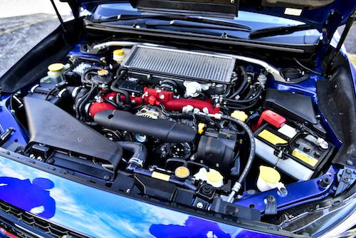 エンジンの最高出力は329ps/7200rpmで前型のS207より1ps向上。最大トルクは44.0kgm/3200~4800rpmでS207と同一
