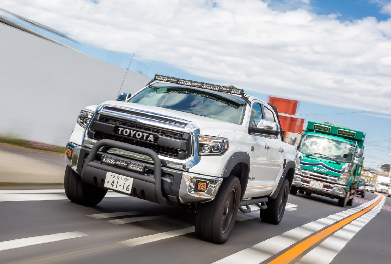 全長6294×全幅2019×全高1903mm、車重2560kgという超重量級