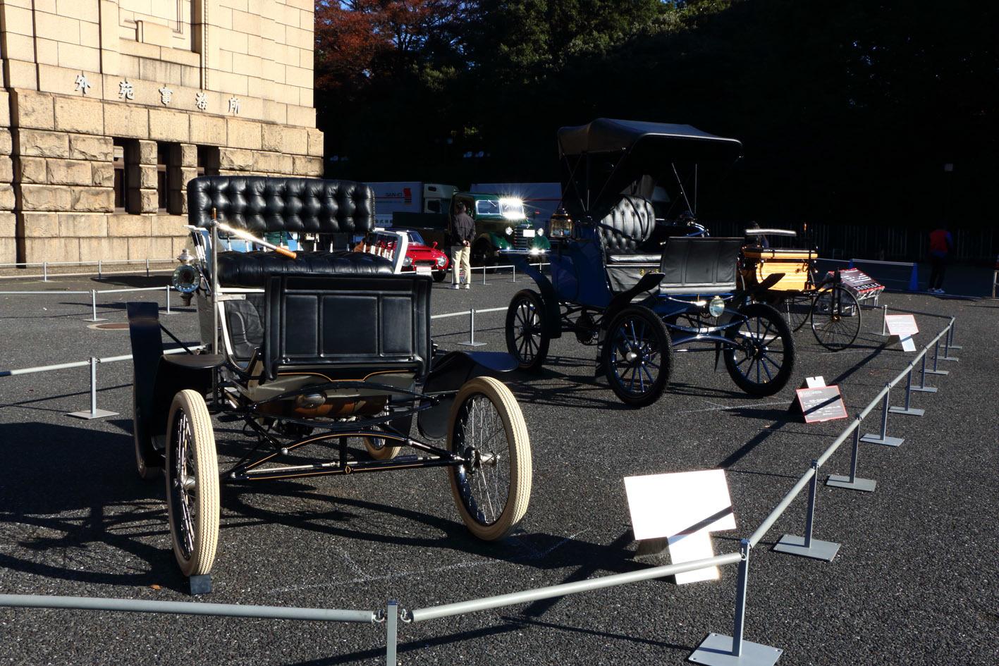 記念展示は、1900年前後活躍した、ガソリン車、電気自動車、蒸気自動車を展示。蒸気自動車のロコモビル スチームカーは、1901年から日本でも販売されていたという
