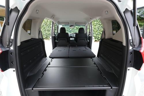 車中泊仕様ともいうべきフリード+。ホンダらしい柔軟な発想が生んだシート