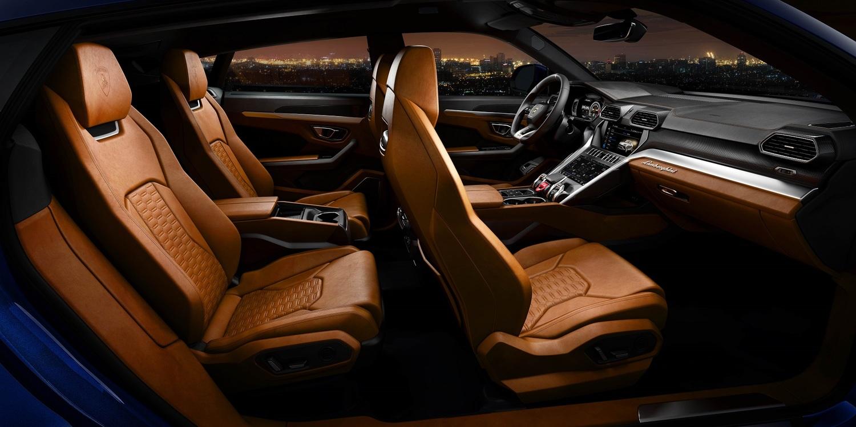 4人乗りで高級感あふれるシートながら、ちゃんとSUVとしての機能性もはたしている