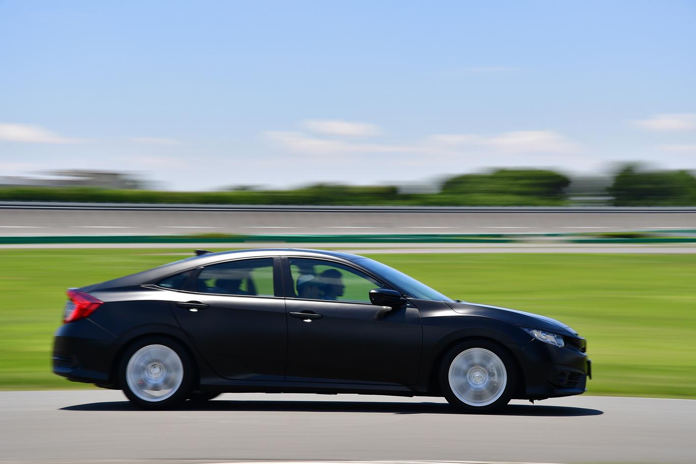 2017年6月の時点で報道関係者に試乗させた謎の(シビックベース)モデル車。あれが新型ハイブリッド車の布石だったとは……