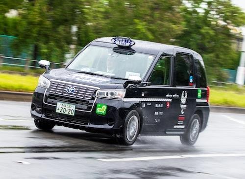 乗り心地は少し固めだが落ち着きがある。そして安全性に関しても従来のタクシー専用車よりも何倍も上がっている