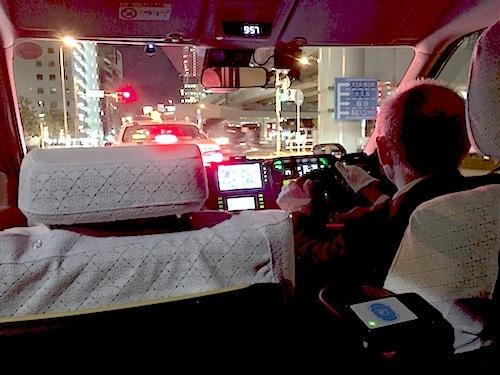編集担当もつい先日流しのJPNタクシーに乗車。スライドドア開閉の遅さなどは気になったが、乗っただけでもこれまでのタクシーとの差はわかる