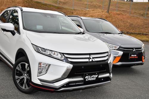 エクリプスクロス(左)とRVR(右)。エクリプスクロスはRVRの後継モデルではなく、独立した新規車種と三菱も明言している