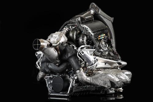 F1では2014年以後の1.6L、V6ターボエンジンで直噴化。スーパーGTも同年から直噴ターボとなったが、それ以前のエンジンは直噴ではなかった
