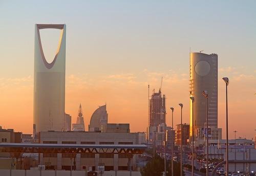 """サウジアラビアのリヤドには高層ビルが建ち並ぶ。その""""富""""の背景には多くの汚職などがあった"""