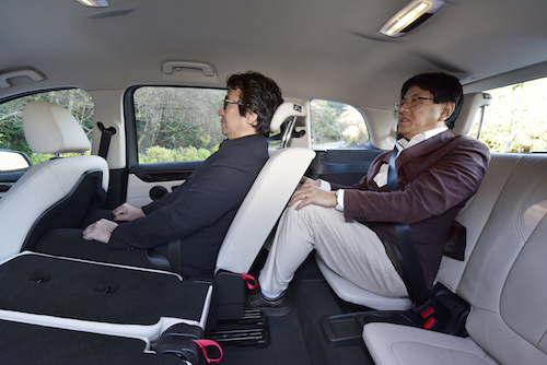 唯一の懸念は3列目の広さ。大人が座ると、膝は持ち上がる形になってしまう。3列目の使い方によってこの車の価値は変わってきそうだ