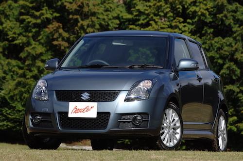 2代目スイフト(2006-)。このモデルから世界戦略車となり、大幅な性能向上を果たした