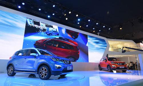 長安汽車のCS15。全長×全幅×全高は4100×1740×1630mmと日本でも扱いやすいサイズ感