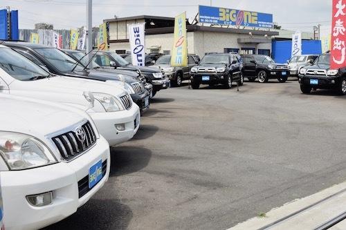 こちらはSUVを中心に扱う中古車店。このような専門店で買うかなど、店選びは新車購入以上に重要