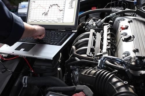 近年はクルマ自体の高性能化が進んでおり、整備士には多くのデバイスの操作能力も要求されている