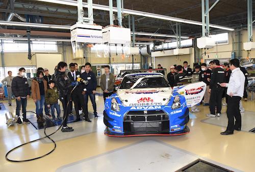 日産・自動車大学校ではレーシングカーをオープンキャンパスに展示するなど、新入生獲得には力を入れている