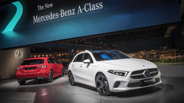 オランダで世界初披露された新型Aクラス。日本でのライバルはトヨタのオーリスやプリウスか