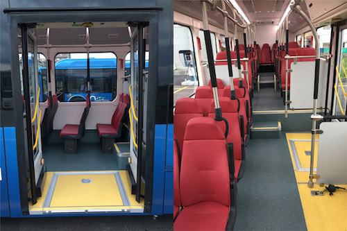 室内(左)は、座席数34席。つり革が設置されないため、乗客全員が着席した状態で運行する。乗降口(右)はノンステップでバリアフリー