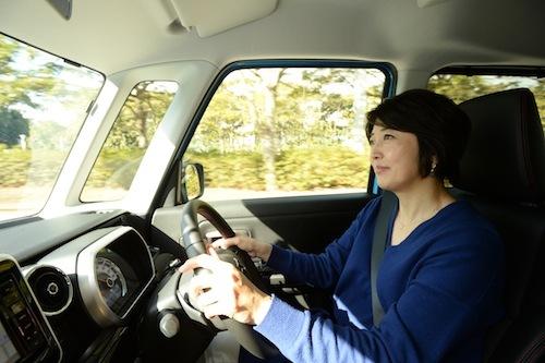 見切りもいいし、運転も非常にしやすい。お子さまと一緒にお買い物なんてシーンも考えられている
