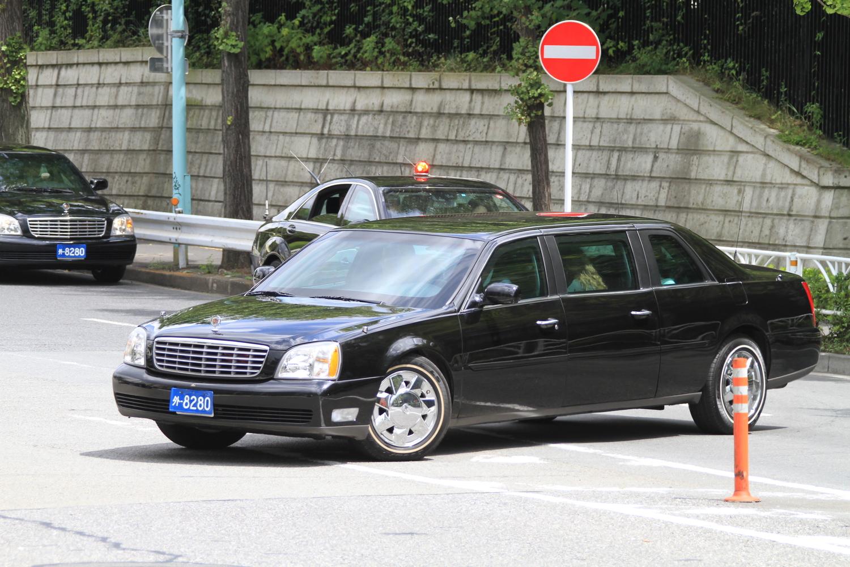 2011年8月に来日したバイデン副大統領(当時)。この年以降来日する米国要人専用車のナンバープレートには2台に前後異なる数字のナンバーを装着する運用となった