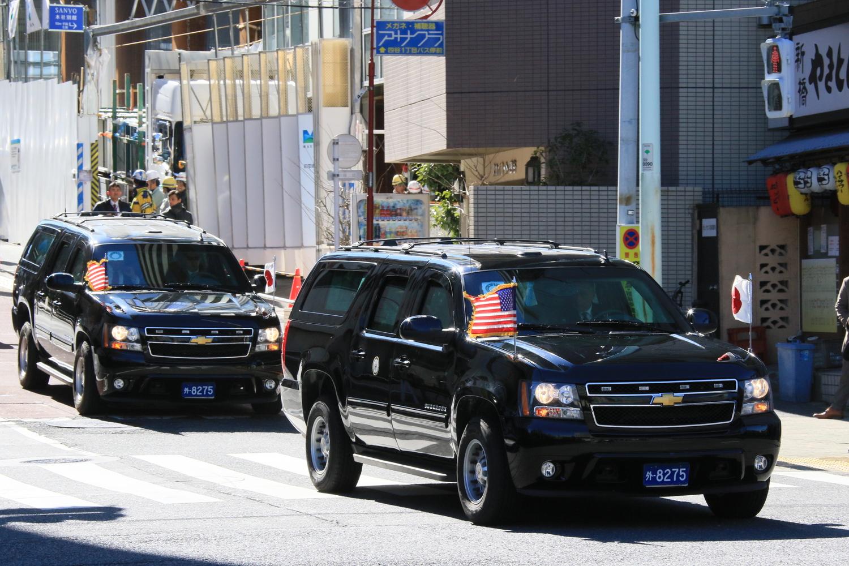 2018年2月に来日したペンス副大統領。この時もやはり2台の専用車にはそれぞれに前後異なる数字のナンバーが装着されていた